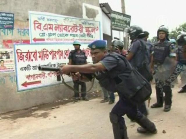 Бангладеш: 300 швейных фабрик закрыты из-за стачки