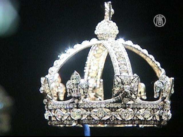 Бриллианты королевы выставляют напоказ в Лондоне