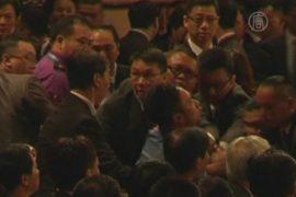 Речь Ху Цзиньтао в Гонконге прервал протестующий