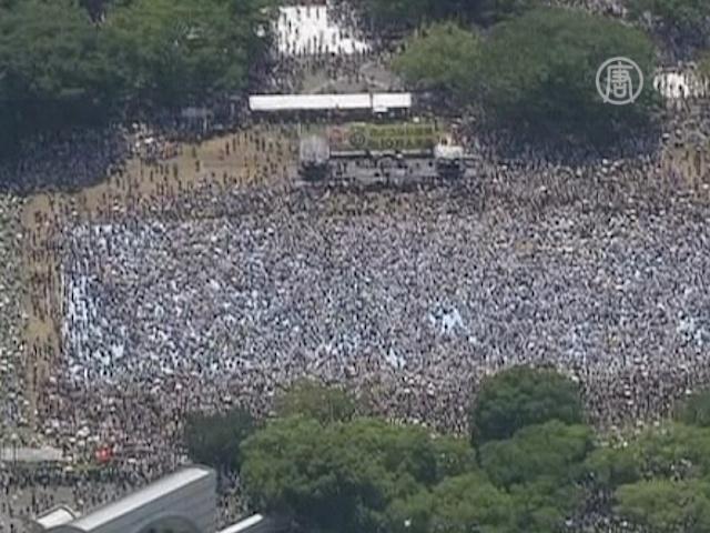 Токио заполонили протестующие против АЭС