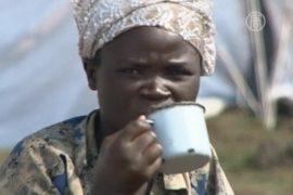 Беженцы из Конго дерутся из-за каши