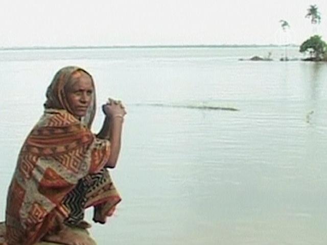 В наводнениях индийцы винят чиновников