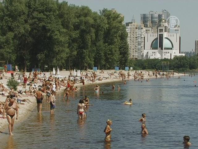 Из-за кишечной палочки в Киеве запрещено купаться
