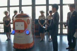 Робот-гид приступает к работе на телебашне Токио