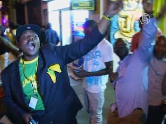 Ямайцы празднуют победу Болта и независимость