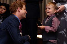 Больной лейкемией мальчик рассмешил принца Гарри
