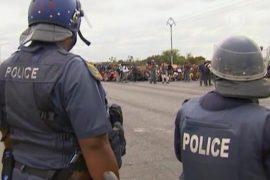 Полицейские ЮАР остановили демонстрацию без оружия