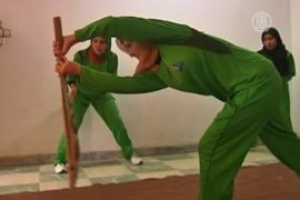 Афганские женщины играют в крикет в подвале