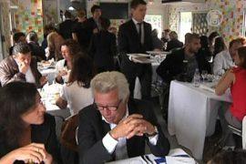 По Парижу разъезжают «Рестомобили»