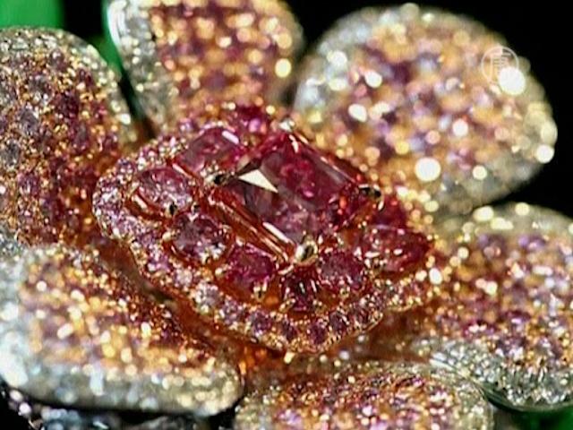 Редкие цветные бриллианты продают в Гонконге