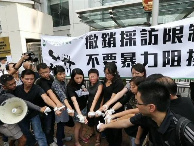 Журналистам Гонконга всё сложнее работать в Китае