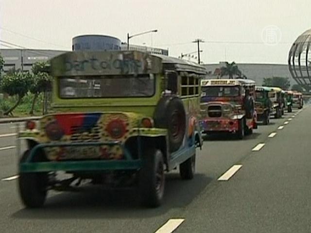 Филиппинцы вновь раскрасили свои маршрутки-джипни