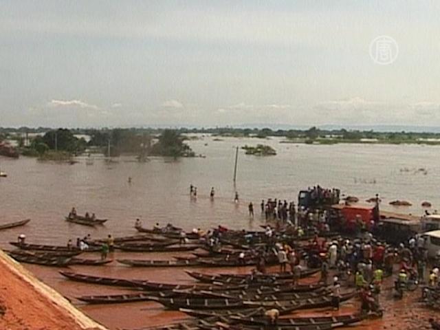 Главное шоссе Нигерии превратилось в реку