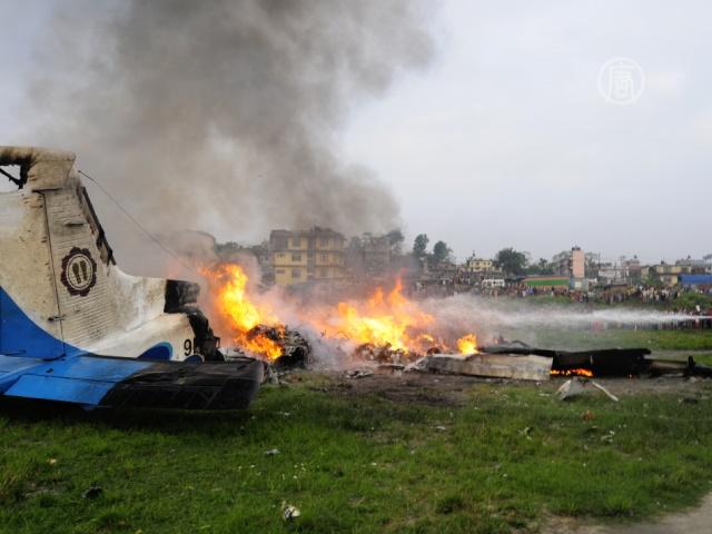 В Непале упал самолет с туристами, все погибли