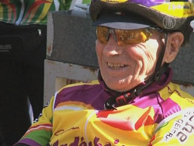 100-летний велосипедист установил мировой рекорд