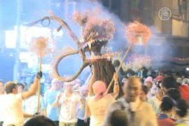 Танец дракона исполнило более 200 человек
