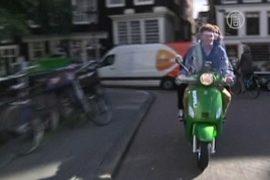 Первые такси-скутеры запустили в Амстердаме