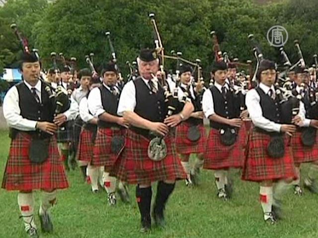 Японцы надели шотландские юбки-килты