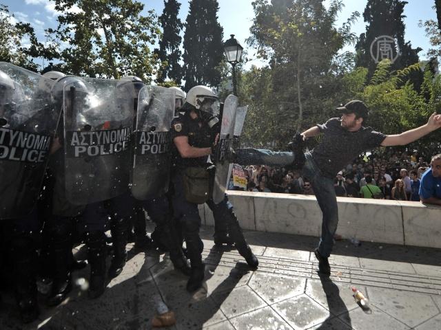 Протест в Греции перерос в стычки с полицией
