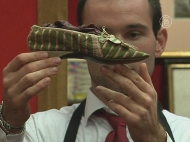 Туфли королевы продали за 50 000 евро