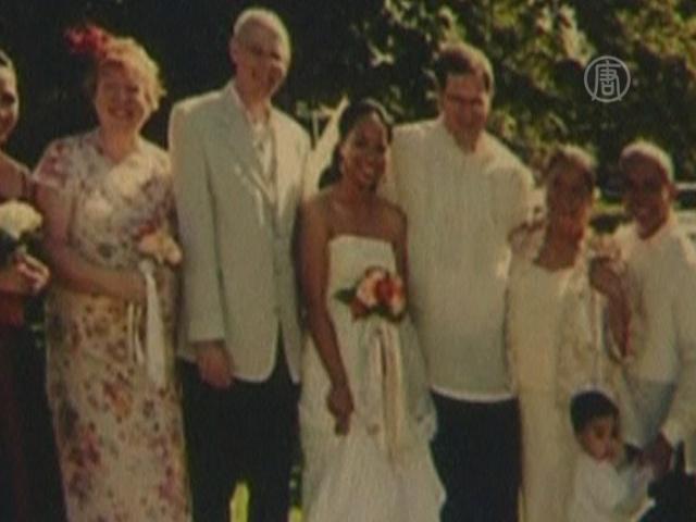 Землетрясение не смогло стереть память о свадьбе