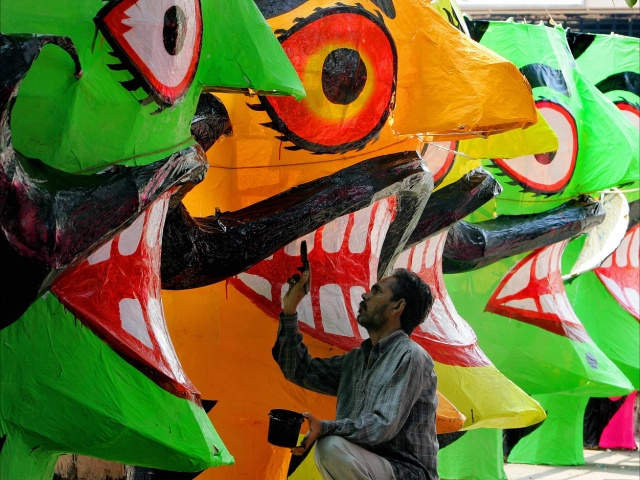 Индусы готовятся к сжиганию демона