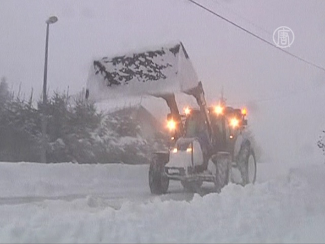 На Францию обрушились снег и ветер