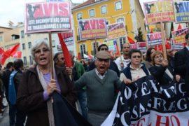 Португальцы: экономия жёстче, чем требует «тройка»