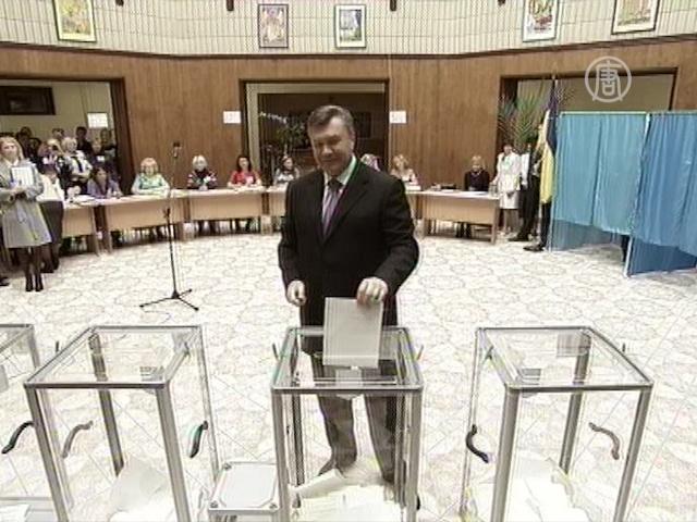 Наблюдатели: выборы в Украине прошли с нарушениями