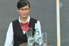 За звание лучшего официанта состязались на Тайване