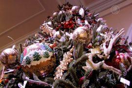 Дизайнерские елки на Новый год представили в Киеве