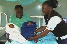 Кенийка назвала близнецов «Барак» и «Митт»