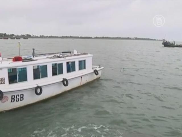 Судно со 110 беженцами затонуло у Бангладеш