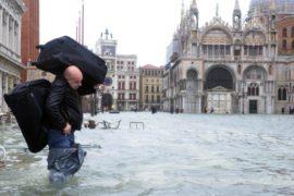«Большая вода» не уходит из Венеции