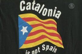 Каталонцы скупают флаги и думают об отделении