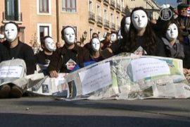 Бездомные Испании вышли из тени с протестом