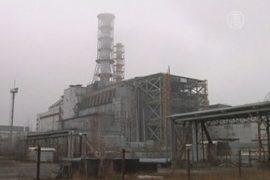 Над Чернобыльской АЭС строят новый саркофаг