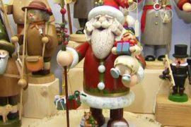 За немецкими елочными игрушками едут со всего мира