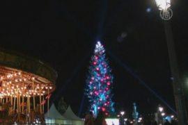 В Париже установили самую большую ёлку Европы