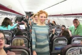 Израильтяне устроили фэшн-шоу на борту самолета
