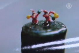 Санта-Клаусы на кончике карандаша