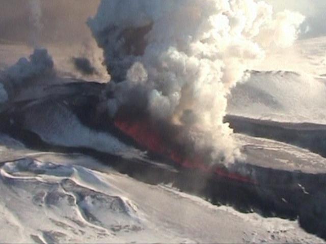 Извержение вулкана на Камчатке привлекает туристов