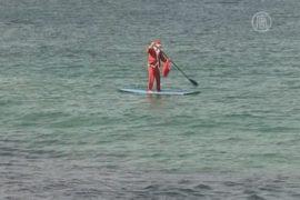 Санта-Клаус прибыл в Австралию на сёрфе