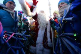 Москва: как встречали Деда Мороза при минус 25