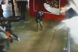 Почему лопнул аквариум с акулами в Шанхае?