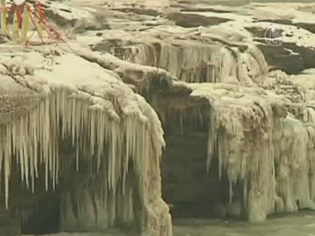 Ледяная сказка на китайском водопаде Хукоу