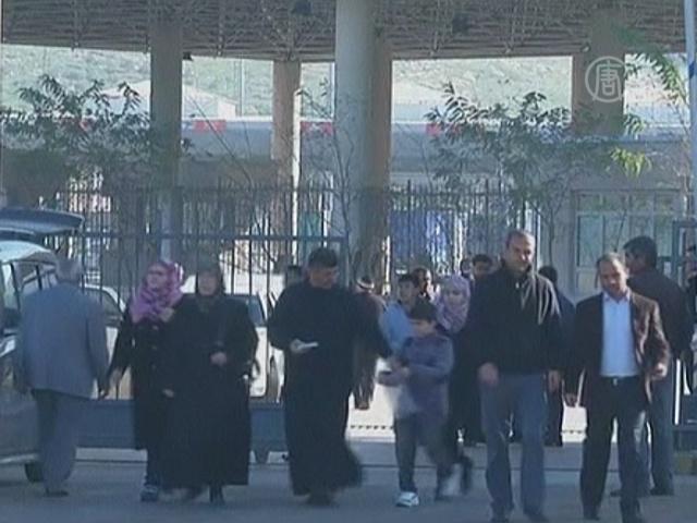 Почти 150 тысяч человек бежало из Сирии в Турцию