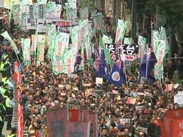 Главу Гонконга демонстранты поддержали за деньги