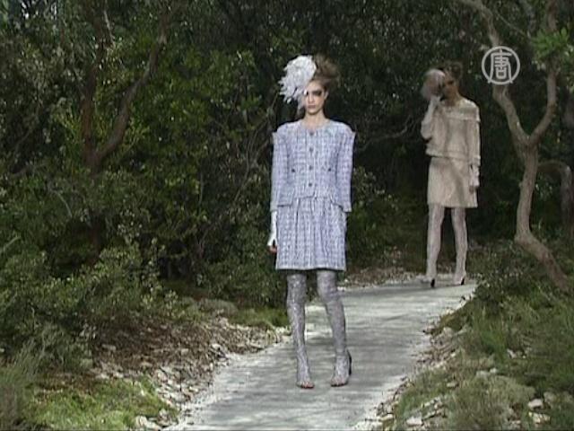 Лагерфельд перенес высокую моду в лесную сказку