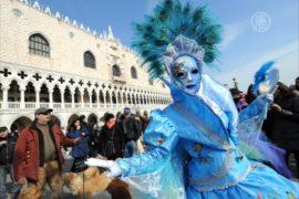 Венеция погрузилась в карнавальные празднества